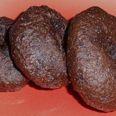 Rye flour, cocoa powder, instant coffee, and caraway seeds are the secret ingredients to making pumpernickel bagels at home. I Want Food, Love Food, Great Recipes, Favorite Recipes, Le Cacao, Homemade Bagels