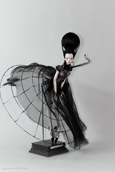 Fantasy | Whimsical | Strange | Mythical | Creative | Creatures | Dolls | Sculptures | Popovy sisters doll