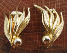 Clip On Earrings / Vintage Gold Tone Feather by GrayGatorVintage