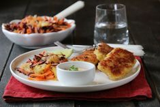 FISKEPINNER MED RÅKOSTSALAT OG CHILIMAJONES Real Food Recipes, Yummy Food, New Menu, Weekly Menu, Food Inspiration, Mashed Potatoes, Food To Make, French Toast, Food And Drink