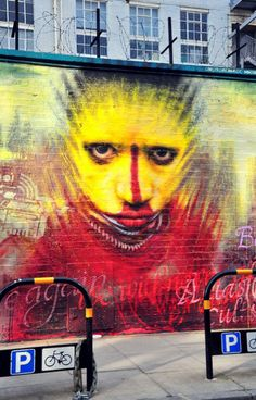 Extremely impressive the new work of the Londoner Dale Grimshaw at Paul Street (London), the work is called Culture Club,   Dale Grimshaw - photo: unusualimage