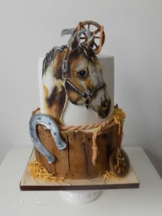 Hand painting cake with horse - http://cakesdecor.com/cakes/230010-hand-painting-cake-with-horse