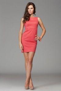 Sukienka w odcieniach fantazyjnego koralu