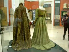Mary of Habsburg dress, full size pictures
