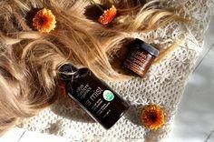"""Oggi vi consigliamo 2 prodotti particolari di John Masters Organics, adattissimi anche alla brutta stagione: il Sea Mist, uno spray al sale marino che permette anche d'inverno di mantenere sui capelli l'""""effetto onda"""" di una giornata in spiaggia e poi... il Bourbon Vanilla Texturizer, uno strutturante 100% organico per donare ai capelli ogni forma e stile desiderato, anche l'attualissimo Bed Head tanto di moda."""