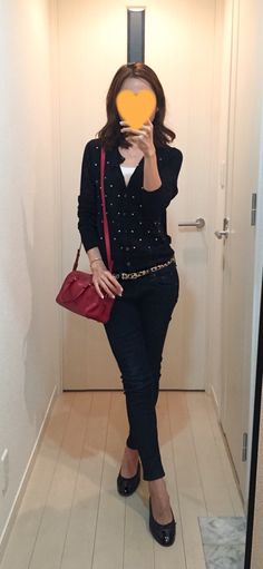 Polka dot cardigan: Uniqlo, Skinny: Rag&Bone, Red bag: Saint Laurent, Flats: CHANEL