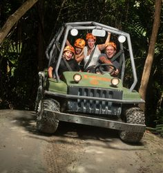 You can find the best activities and attractions of the Riviera Maya in Xplor Park. Zip lines, swimming in underground rivers, amphibious vehicles and much more.