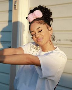 Discovered by 𝓑𝓤𝓑𝓑𝓛𝓔𝓢❄️💙. Find images and videos about saweetie and kiyah_kash on We Heart It - the app to get lost in what you love. Baddie Hairstyles, Summer Hairstyles, Cute Hairstyles, Curly Hair Styles, Natural Hair Styles, Natural Beauty, Icy Girl, Black Girl Aesthetic, Black Girl Fashion