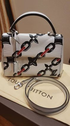 Do you like this Louis Vuitton Cluny BB bag?