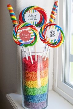 Vase with dyed rice and lollipops, personalized with printables