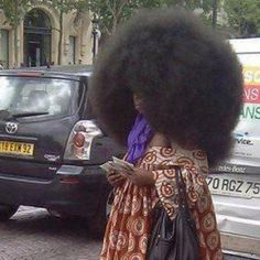 Funny pictures about That is one huge afro. Oh, and cool pics about That is one huge afro. Also, That is one huge afro. Black Power, Bad Hair Day, Your Hair, Curly Hair Styles, Natural Hair Styles, Natural Beauty, Big Afro, Fashion Fail, Fashion Humor