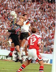 Denmark 2 Germany 0 in 1992 in Gothenburg. Peter Schmeichel takes the ball off Jurgen Klinsmann's head in the Final of Euro Football Kits, Football Players, Peter Schmeichel, Soccer Pro, National Football Teams, European Championships, Gothenburg, Goalkeeper, Manchester United