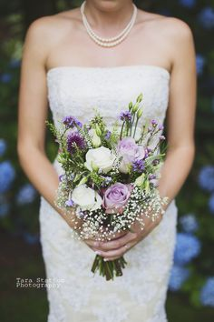 Dusky pink flowers for a Devon wedding by Grace Michaels from Peamore Flora