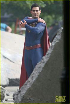 Tyler Hoechlin Films a Big Fight Scene in His 'Superman' Suit!