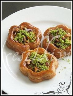 BLUMEN DESSERT – yesilkivi – sampled, photographed dessert and recipes … – sila sting recipes Turkish Recipes, Ethnic Recipes, Cookie Recipes, Dessert Recipes, Turkish Sweets, Arabian Food, Fun Deserts, Sweet Pastries, Middle Eastern Recipes