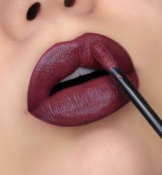 lip colors for brunettes Huda Beauty Lipstick Swatches, Lipstick Art, Lipstick Shades, Liquid Lipstick, Brunette Makeup, Brunette Color, Batons Matte, Lipstick Designs, Beautiful Lips