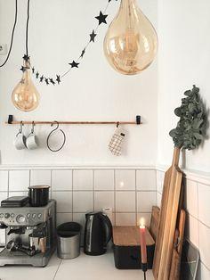 Do it yourself Küche – Meine Projekte Zuhause – Kupferstange aus dem Baumarkt für Küchenutensilien und immer wieder austauschbare Accessoires, befestigt mit Lederschlaufen, einfach nachzumachen, wie, das seht ihr, wenn ihr auf den Link klickt