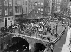 Je bent Utrechter: zaterdagse postzegelmarkt op de Vismarkt.