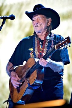 Willie Nelson Statue to Be Erected in Austin    Read more: http://www.rollingstone.com/music/news/willie-nelson-statue-to-be-erected-in-austin-20120410#ixzz1rgBGENPc