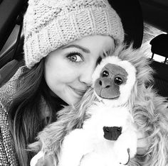 Zoella Sugg with the cutes cuddly toy! British Youtubers, Best Youtubers, Sugg Life, Zoella Beauty, Tanya Burr, Hugs And Cuddles, Zoe Sugg, Wooly Hats, Tyler Oakley