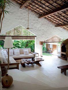 The slatted wood is interesting. Like the stairs too Casa de praia com muita madeira e branco em Trancoso - Casa