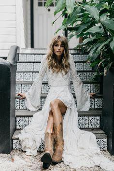 Hippie Bride, Bohemian Bride, Bohemian Wedding Dresses, Bridal Dresses, Mother Of The Groom Gifts, Mode Editorials, Wedding Photoshoot, Photoshoot Ideas, Wedding Beauty