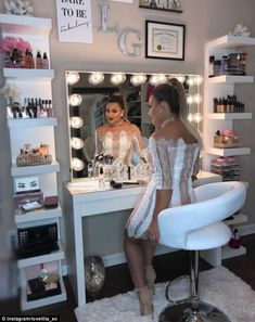Make-up artist Lovelilia_xo from Nashville has her own beauty room in her home, where she . room Make-up junkies flaunt their VERY stylish beauty rooms