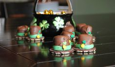 st.-patricks-day-leprechaun-hat-craft-and-easy-recipie-snack-for-kids.gif (image)  Easy recipe - chocolate-covered marshmallows on thin mints with green licorice