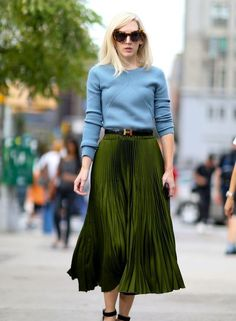 Fashion Express: Sweater & Pleated skirt #fashion #pleats #skirts #design #fashionicons #fashionistas #fashionblog #fashionblogger #womenfashion #style #stylish #womenstyle #photo #photooftheday #beauty #womenfashion #life #lifestyle #match #combinations #collections #match
