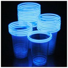 48 Glow Stick Party Cups (16-18 oz) - Rakuten.com Shopping Plastic beker met een stickje eromheen...