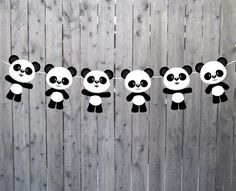 Here are some creative panda baby shower tips. Of all the animals in the animal kingdom, the panda is the creature that is most patient and mild-mannered, not to mention its obvious… Panda Birthday Party, Happy Birthday Signs, Panda Party, Bear Party, Panda Kindergarten, Bolo Panda, Panda Craft, Panda Bear Crafts, Panda Baby Showers