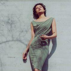 Bodycon draped dress in olive Summer Office Looks, Simple Dresses, Formal Dresses, Scuba Dress, Coral Dress, Draped Dress, Asymmetrical Dress, Bodycon Dress, Feminine