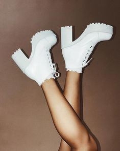 Outfit australia ☆ SO EXTRA ☆ Get heads turning in our amaze ROC Boots Australia White Pampas. ☆ SO EXTRA ☆ Get heads turning in our amaze ROC Boots Australia White Pampas Boots + Ribbed Ruffle Socks Online now, bbys Festival Outfits Australia, Music Festival Outfits, Music Festivals, Uni Outfits, Summer Outfits, Casual Street Style, Polyvore Summer, Bootfahren Outfit, Festival Boots