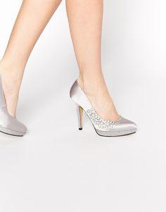 Chaussures par Little Mistress Satin lisse Empeigne basse Ornements strass Bout en amande Semelle plateforme avec détails brillants Talon haut fuselé Essuyer avec un chiffon humide Tige : 100% textile Talon : 10 cm (4 po)