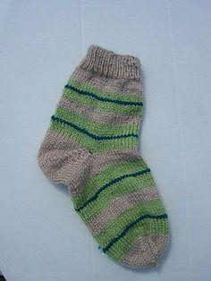 Chaussettes à 4 aiguilles, Modèle de tricot - Loisirs créatifs Baby Booties, Barbie, Socks, Booty, Knitting, Desserts, Fashion, Jackets, Tejidos