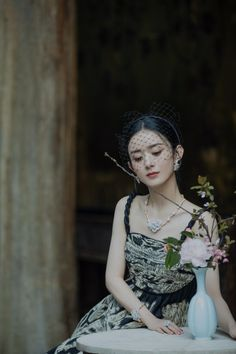 Blackpink Fashion, Fashion Outfits, Zhao Li Ying, White Cherry Blossom, Asian Celebrities, Star Girl, Chinese Actress, Workout Wear, Girl Pictures