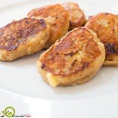 Από την Σταυρούλα Κρίκη, Διαιτολόγος-Διατροφολόγος Χαροκοπείου Πανεπιστημίου, stavroulacooking.com ΥΛΙΚΑ για 6 μίνι τηγανίτες: · 2 πολύ ώριμες μεσαίες μπανάνες · 1/2 φλιτζάνι αλεύρι για όλες τις χρήσεις* · Μία πρέζα κανέλλα (προαιρετικά) · Mini Bananas, Banana Pancakes, Salmon Burgers, Bagel, Tea Time, French Toast, Recipies, Sweets, Bread