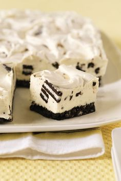 With only six ingredients, this easy Philadelphia-Oreo no-bake cheesecake recipe is a true summer favorite.
