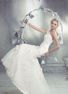 Os presentamos la colección de vestidos de novia de la firma Alvina Valenta.
