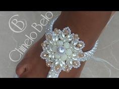 Diy Jewelry Necklace, Beaded Earrings, Beaded Jewelry, Diamond Earrings, Decorating Flip Flops, Beaded Bags, Pearl Beads, Beaded Embroidery, Diy Crafts