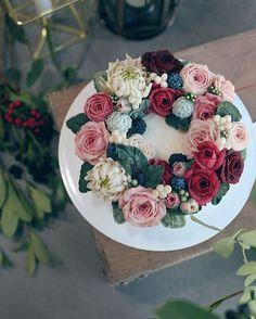 안녕, 겨울! D.storycake- November2016 #flowercake #weddingcake #cake #birthdaycake #party #winter #beanpaste #dessert #bakingtime #koreandessert #foodstyling #꽃 #플라워케이크 #케이크 #꽃스타그램 #달달 #취미 #작약 #생일케익 #버터크림케이크 #꽃케이크 #앙금플라워 #앙금케이크