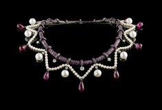Collier Proust de Boucheron en or, pavé de 30 carats de saphirs roses, neuf tourmalines taille poire, diamants et perles de culture. 2008.