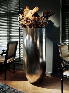 Woonmagazine- prachtige pot met 'houten'decoratie