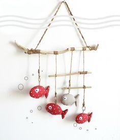 Décoration murale chambre d'enfant.Poisson rouge à pois et bois flotté,original, fait main. : Décoration pour enfants par kore-and-co