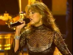 Thalia - No Me Enseñaste (En Vivo) - YouTube