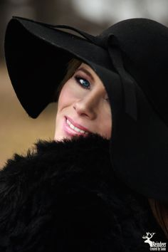 Photo inspiration by hollywood star Hollywood Star, Reindeer, Riding Helmets, Stars, Inspiration, Fashion, Biblical Inspiration, Moda, Fasion