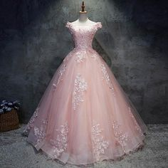 2018 rosa Spitze Quinceanera Kleider Ballkleid 15 Süße 16 Puffy Quinceanera Kleid Prom Kleider für 15 Jahre Source by de quinceañera Pretty Quinceanera Dresses, Cute Prom Dresses, Ball Dresses, Pretty Dresses, Pink Ball Gowns, Princess Ball Gowns, Bridesmaid Dresses, Awesome Dresses, Pink Wedding Dresses