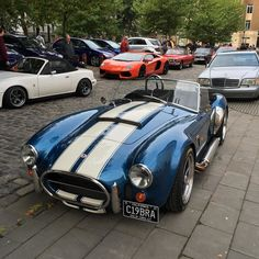 This AC Cobra was outstanding #accobra #cobra #queensquare #queensquaremeet #lambo #lamborghini #aventador #lp700 #ragingbull #raging #bristol #uk #rsdirect