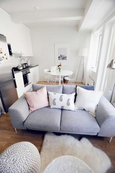 Gorgeous 90 First Apartment Ideas for Couples https://decorapatio.com/2017/08/24/90-first-apartment-ideas-couples/