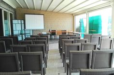 The Nautilus room allows the preparation of small meetings, seminars or press conferences up to 60 people theater style.